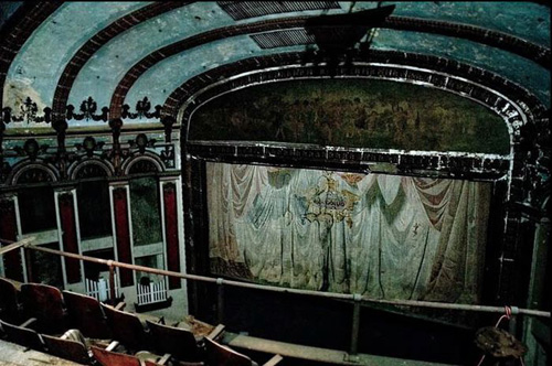 abandoned-theater-3